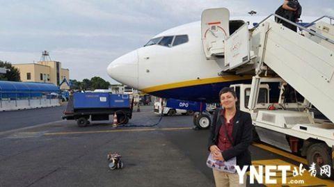 """德国女子酷爱飞机 享受与飞机的远距离""""恋爱"""""""