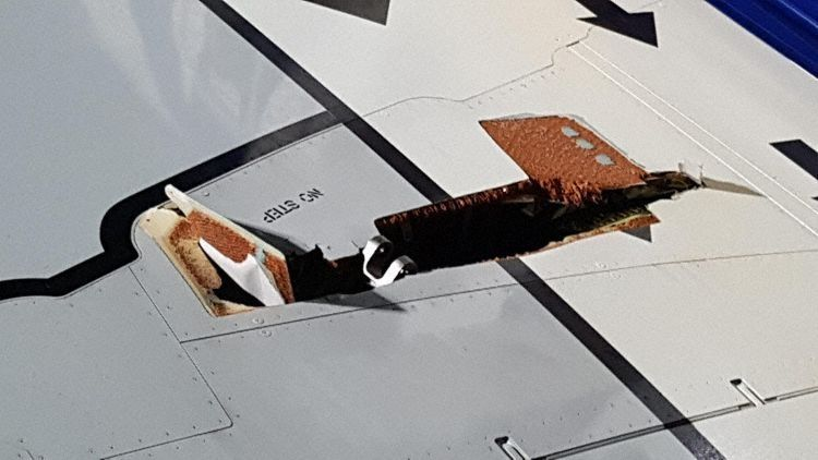 瑞安航空新客機途中機翼撕裂 乘客發現裂痕緊急返航