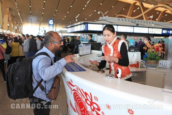 昆明长水机场日旅客吞吐量逾14万人次
