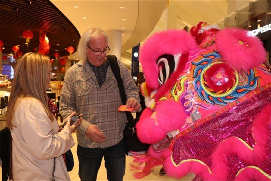 洛杉矶国际机场喜迎中国春节