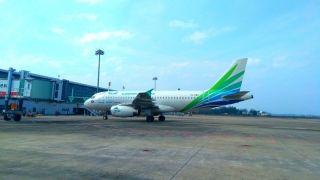 澜湄航空LQ850航班进入3号停机位