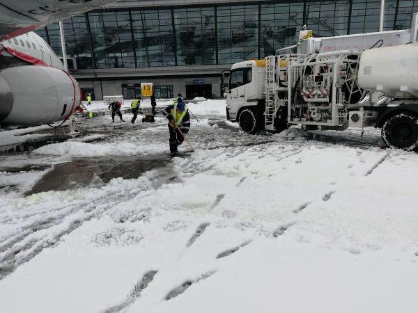 中航油常州安全运行部暴雪中保障春运航班