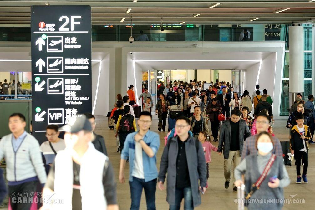 深圳机场迎来春节返程高峰 单日客流接近17万