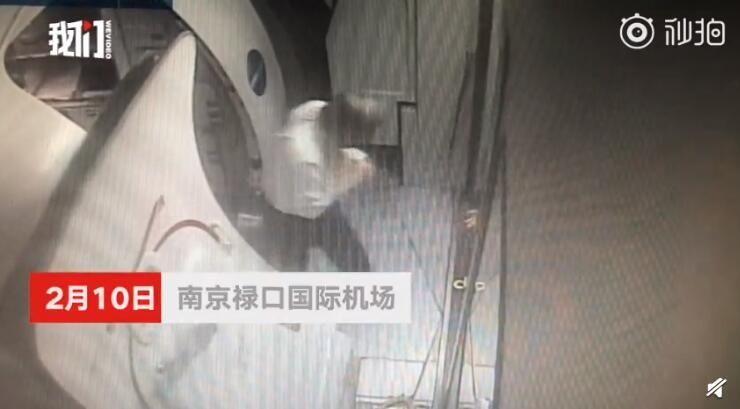 马航机长摔伤手臂 南京飞吉隆坡航班被迫取消