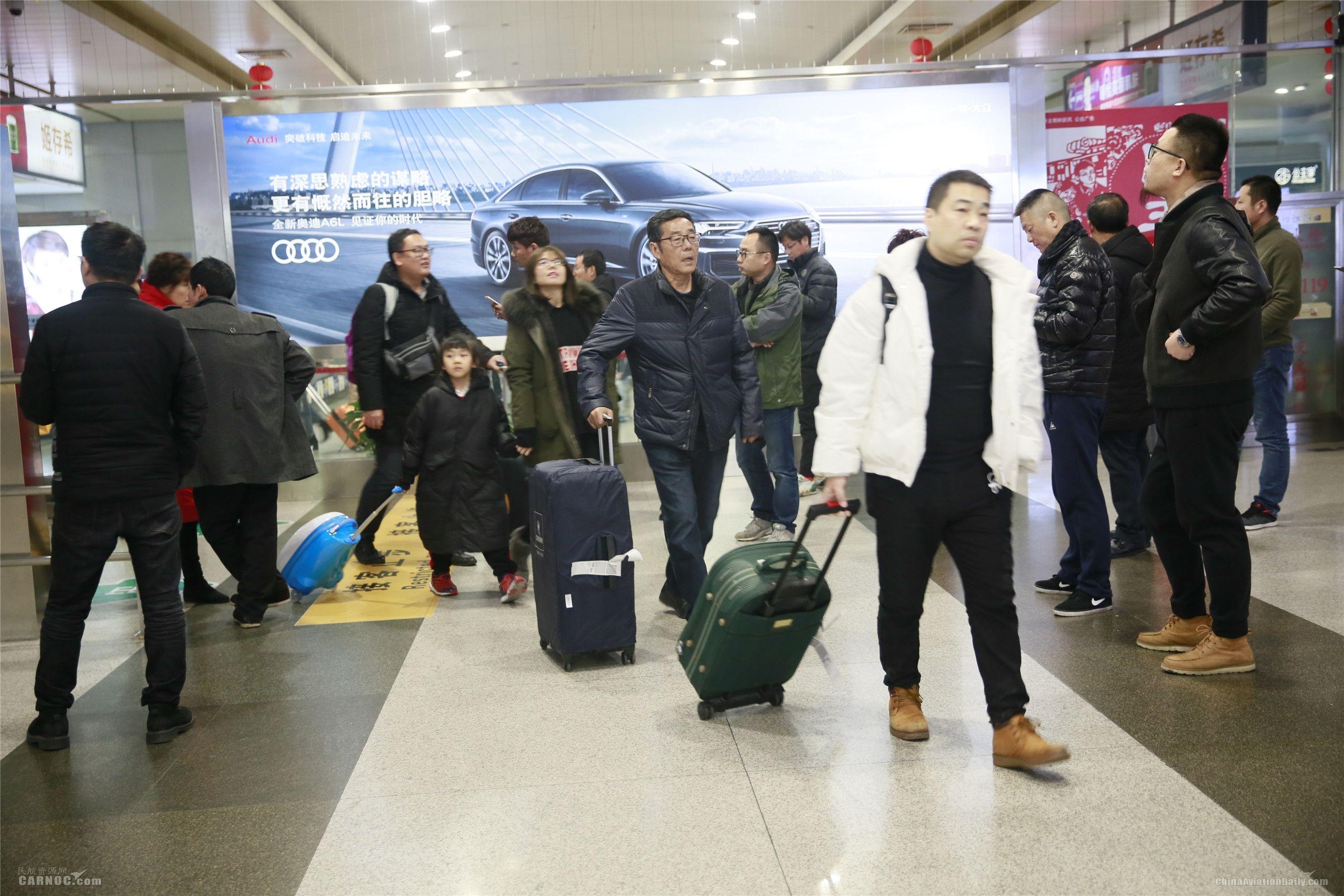 春运返程:宁波机场客流高峰持续至元宵节