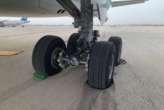 """国泰航空新飞机轮胎陷坑""""压坏""""以色列机场"""