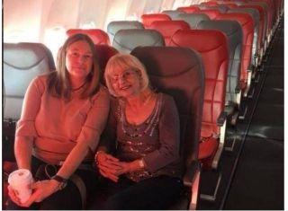 女子買普通艙機票, 登機后只有倆乘客