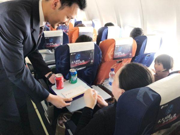 乘务员机上送祝福