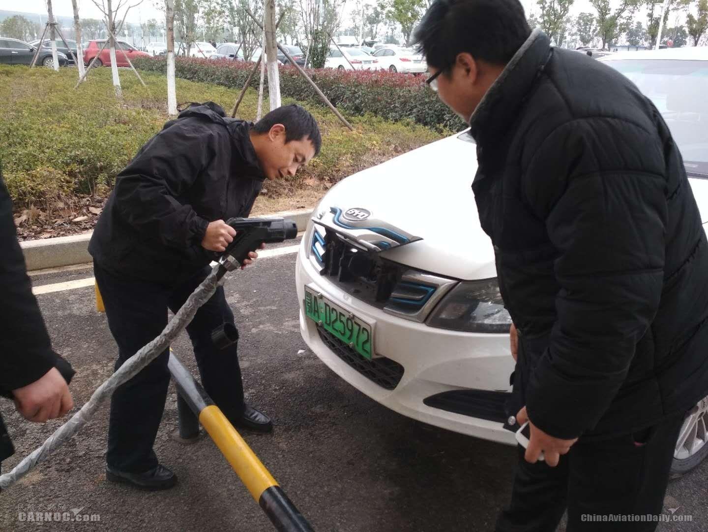 武汉天河机场新能源汽车充电桩投入试运营