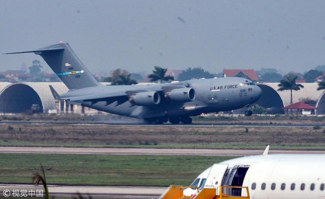 特朗普的专用直升机被C-17运输机接到了越南