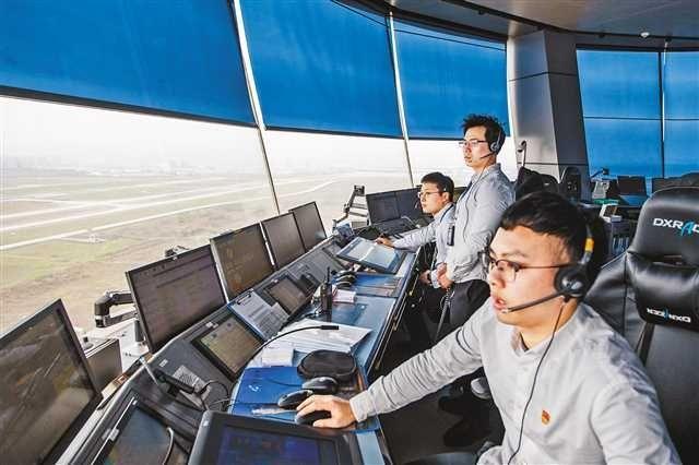 探秘重庆机场塔台 每天近千架飞机如何有序起降