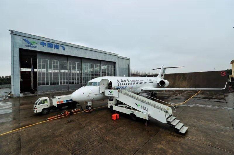 机队为全国产飞机!天骄航空接收首架ARJ21飞机