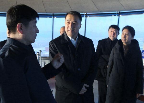 民航局副局长董志毅深入到内蒙古空管分局调研