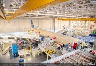 正在总装的南航首架A350客机 来源/南航