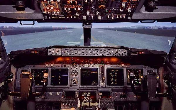 模拟机内飞行操纵设备