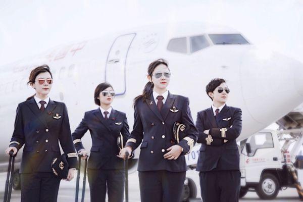 肩抗重任翱翔蓝天:东航云南的90后女飞行员们