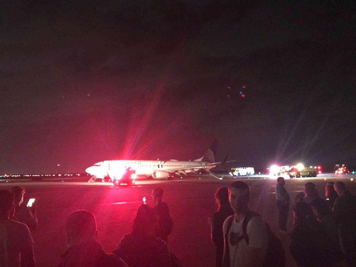 又是737!美联航客机因引擎故障紧急降落