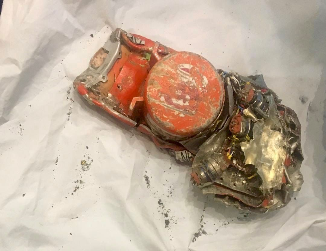 埃航飞机坠毁前飞行员与控制塔通话记录首次曝光