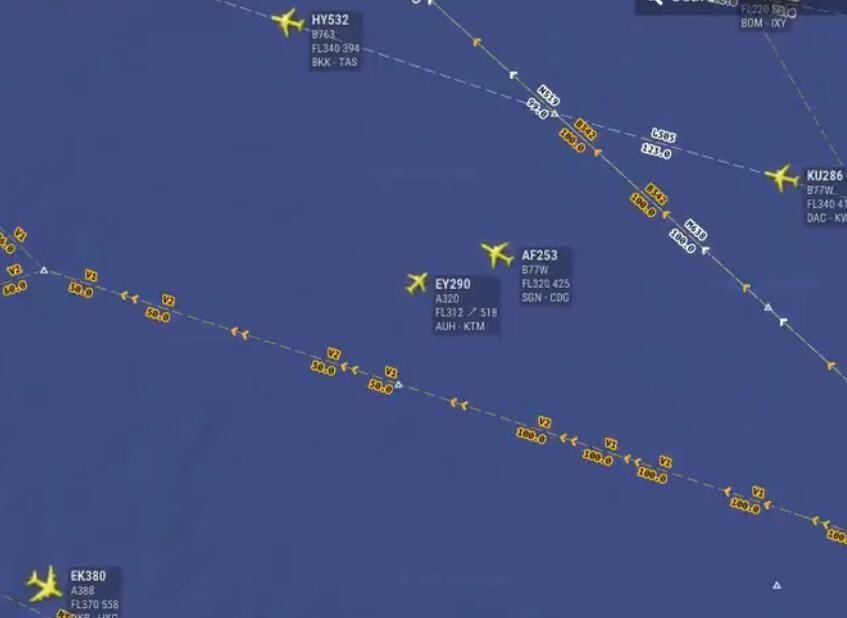 生死瞬间!印度孟买上空两架飞机险些相撞