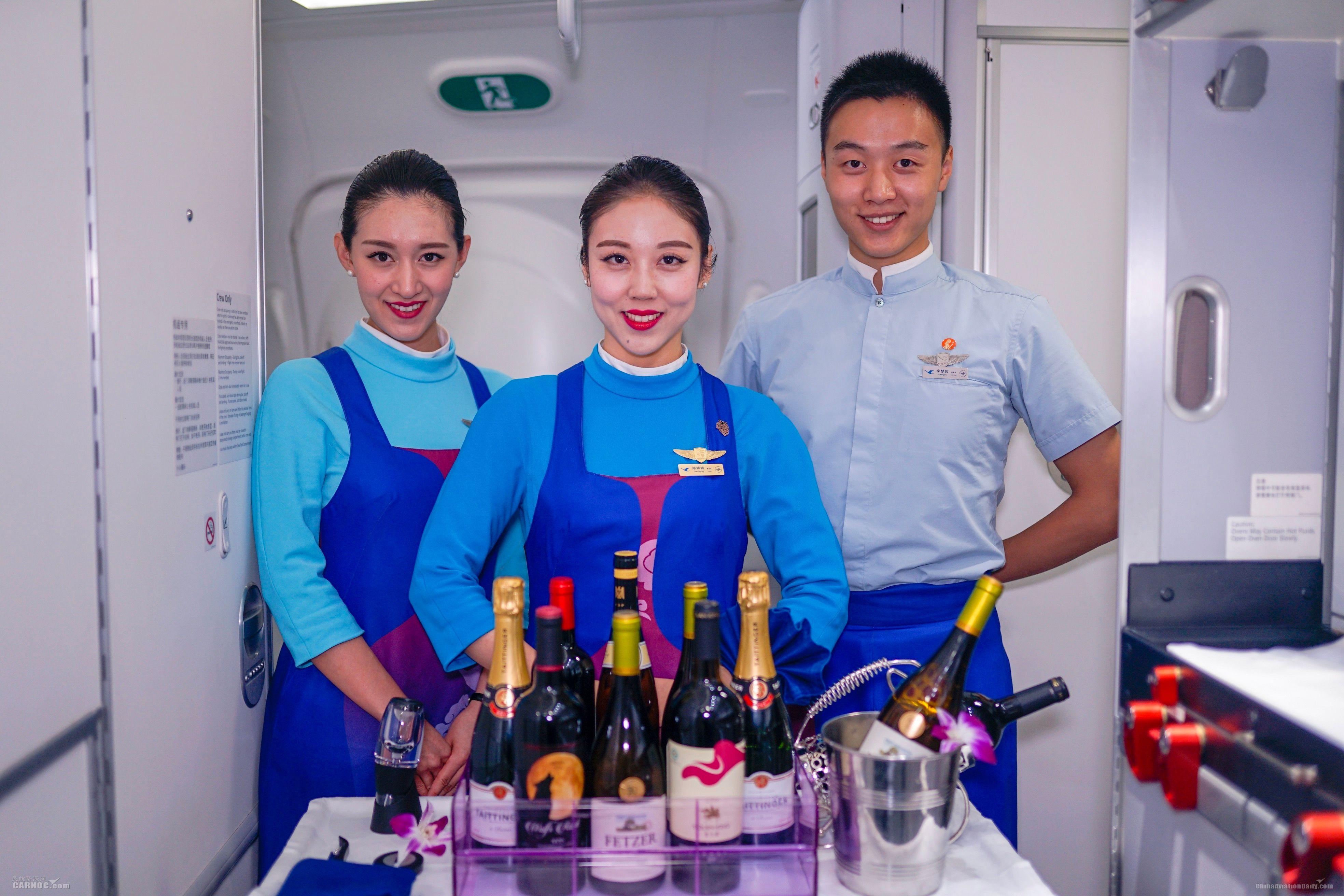 """创新服务案例:厦航""""天际侍酒师""""特色服务"""