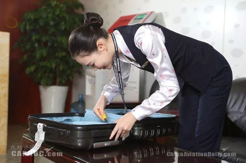 """深圳航空一路""""箱""""随行李服务品牌-箱包修理"""