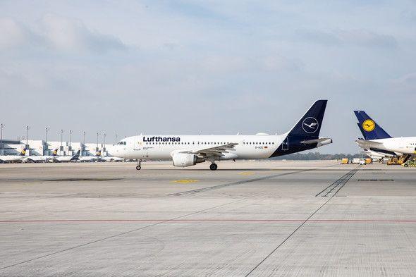 德国汉莎航空下调全年利润预测后暴跌12.3%