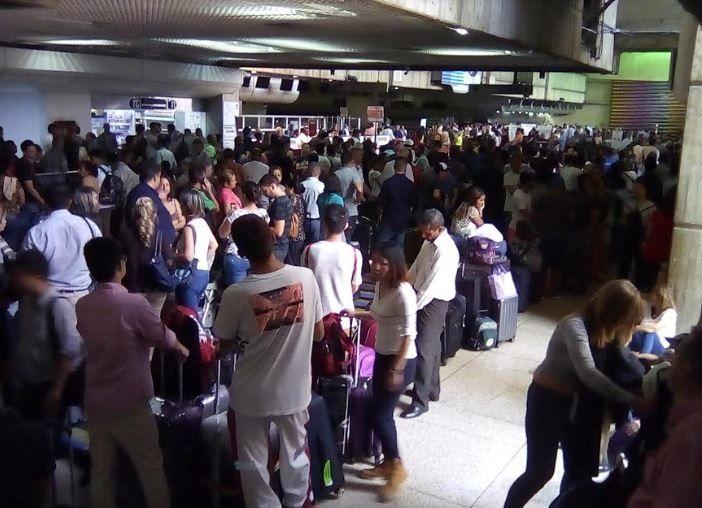 委内瑞拉机场停电20个小时 但仍保持运营