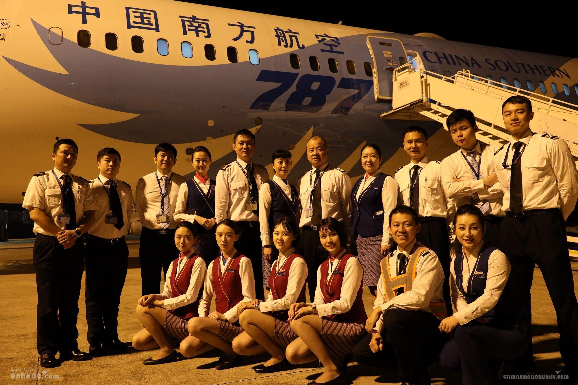 南航包机搭载中国救援队员和物资驰援莫桑比克