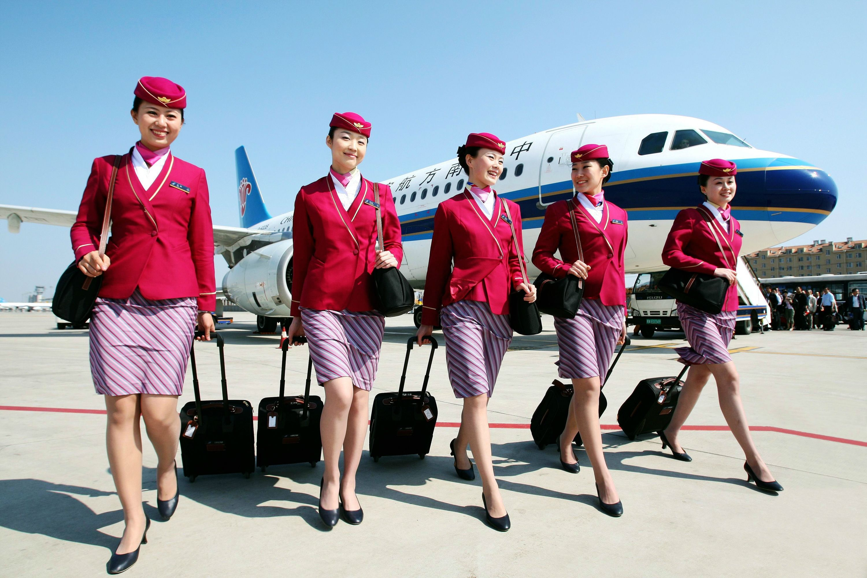 南航大连分公司成立26周年,迎第6788万名旅客