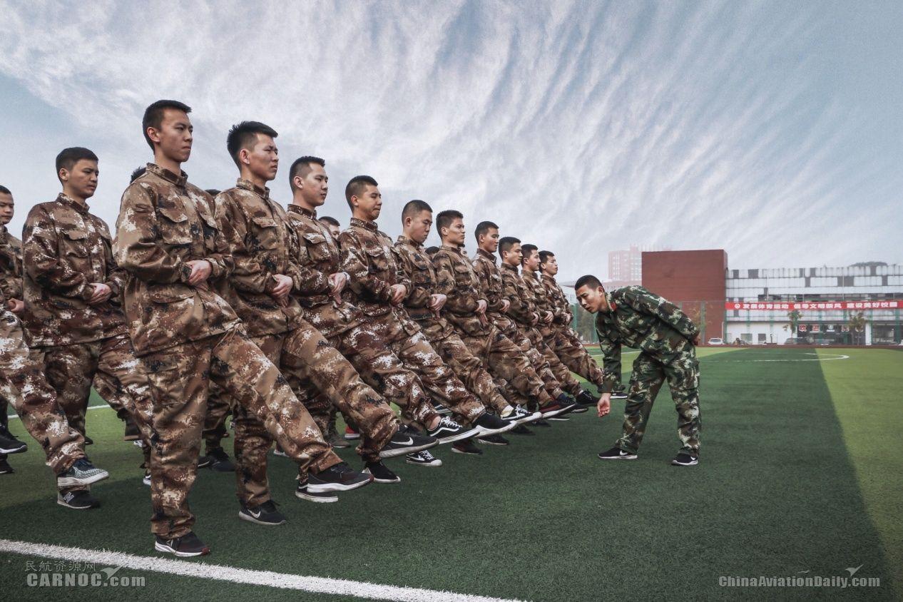 严格的准军事化训练 摄影:HNAA