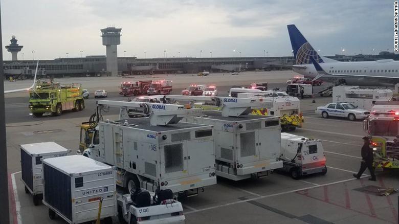 """美聯航一架737備降華盛頓 乘客稱""""機艙彌漫汽油味"""""""