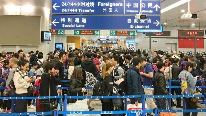 浦东机场口岸清明节前再现出入境客流小高峰