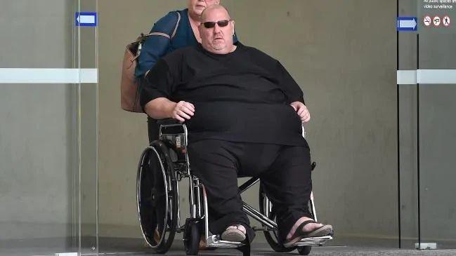 澳超500斤男子屡骚扰航司职员 因太胖躲过监禁