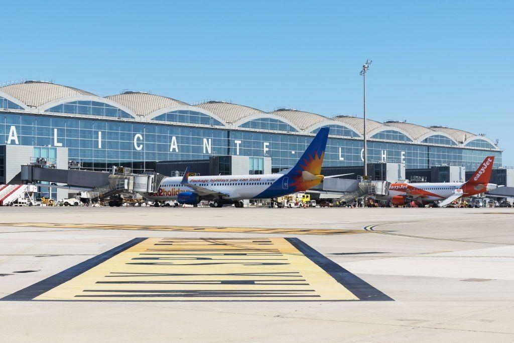 西班牙机场驱逐25名醉酒闹事英国球员