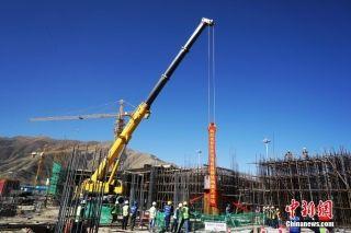 西藏拉萨贡嘎机场新航站楼进入钢结构吊装施工阶段