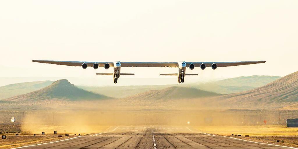 """微软创始人的""""遗产"""":世界上最大飞机完成首飞"""
