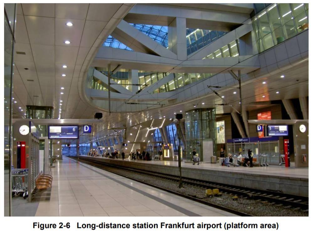 区域列车(左)、长途列车(右)车站对比