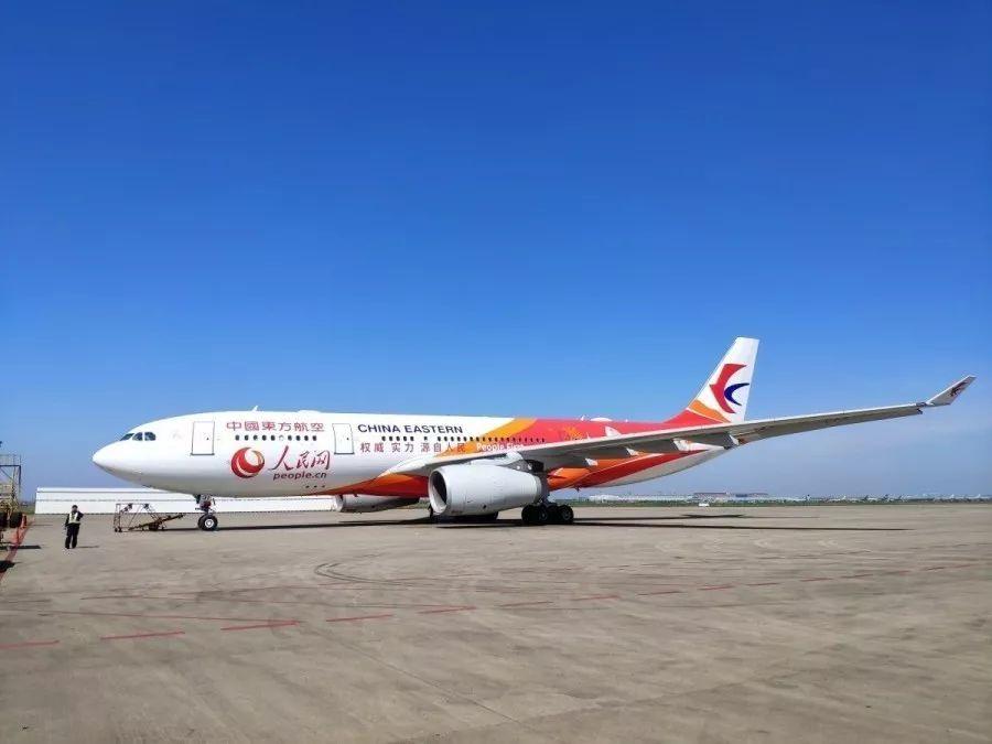 """东航新""""人民网""""号飞机首航 ?#40644;?#28857;亮中国红"""