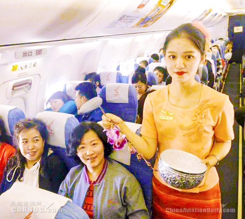 瑞丽航空喜迎泼水节  欢乐从上飞机直至目的地