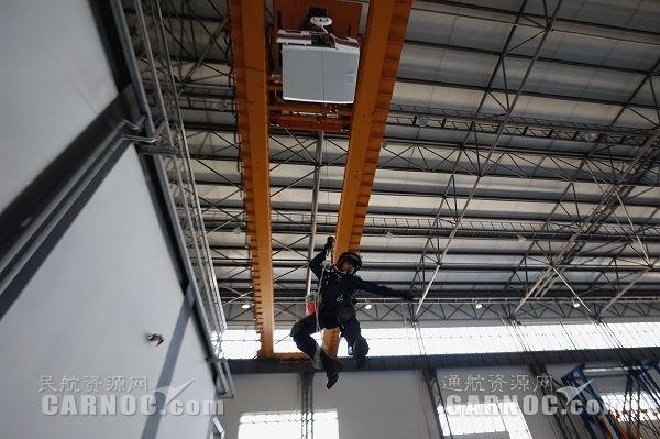 国网通航开展空勤绞车手模拟器培训考核