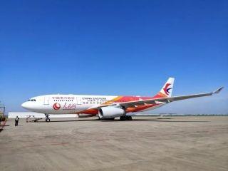 """东航新""""人民网""""号飞机首航 一起点亮中国红"""