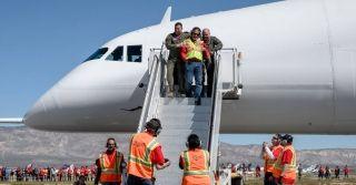 世界上最大飞机首飞成功 图片来源:Stratolaunch