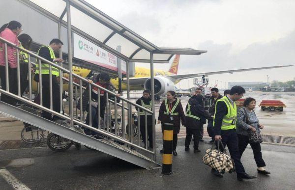 海航地服全力保障16名轮椅转机旅客顺利出行