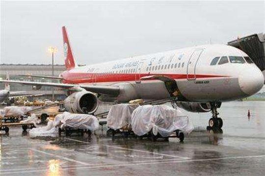 双流机场遭雷暴天气 已造成50架出港航班延误