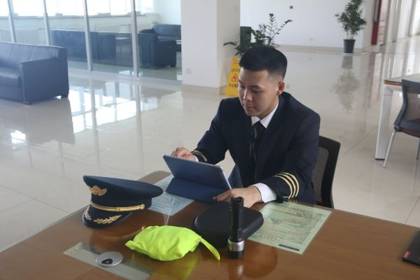 南航新疆737副驾驶于鸿翔:专业粉丝收割机
