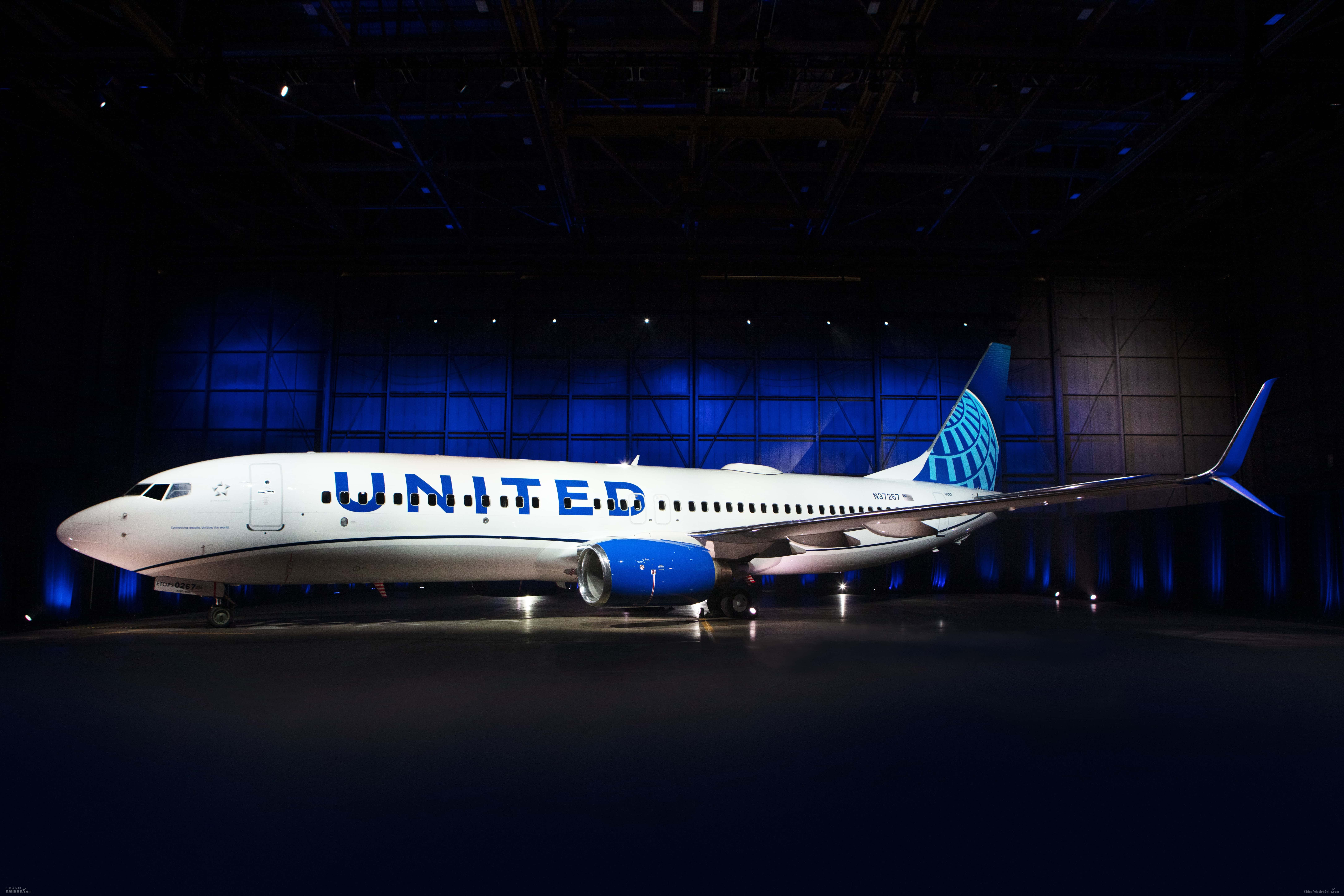 美联航全新飞机涂装 挥别金色以蓝色开启新篇章