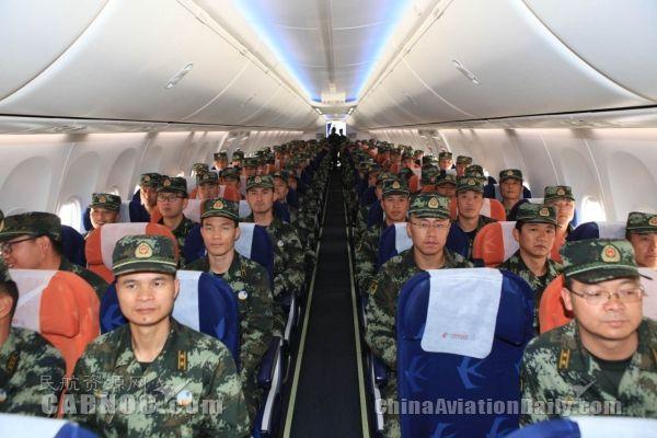 武警云南总队组织特战官兵走进长水机场