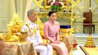 """从空姐到""""保镖""""再到王后 泰国这位新王后啥来头?"""