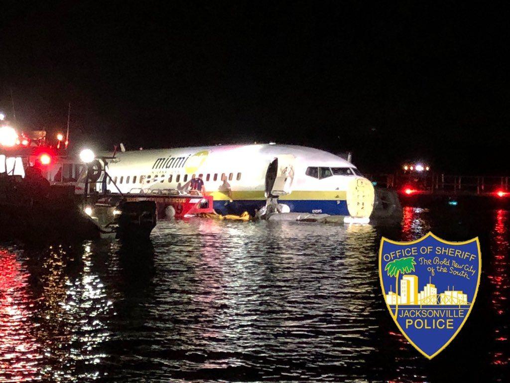 民航早报:NTSB调查客机落水的人为及天气等原因