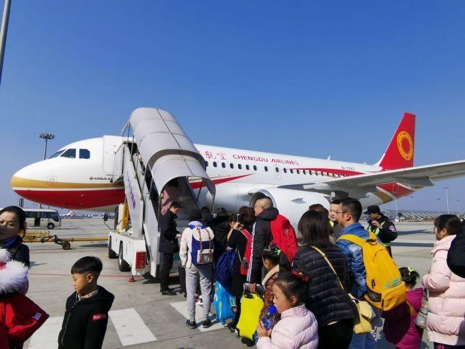 14.7万人乘机返程 小长假近60万人在成都机场打卡